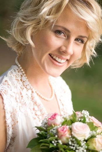 Attraktives Lächeln ist ein entscheidender Faktor für privaten und beruflichen Erfolg ( © proDente e.V. )