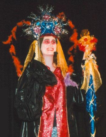 Andrea im Kostüm der Drachenkaiserin