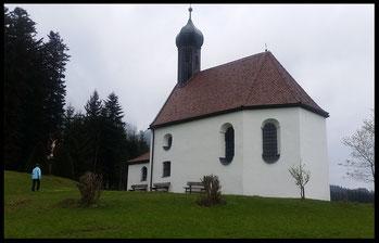 Baudenkmal am Wegesrand: Die 1638 erbaute Pestkapelle in Lehen.
