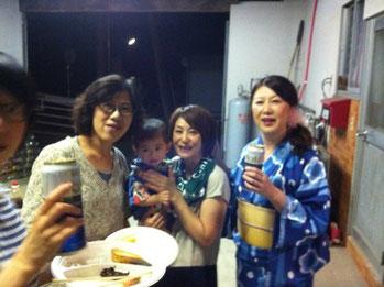 写真中央(赤ちゃんを抱っこしている)は、BBQ主催者Garyの奥様Mayumiさん