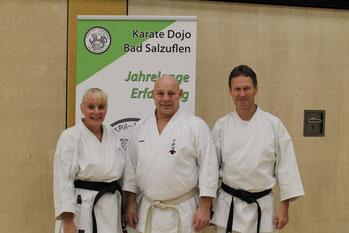 Friederike Zeifang und Carsten Zeifang mit Großmeister Volker Schwinn (7. Dan) in Bad Salzuflen 2015