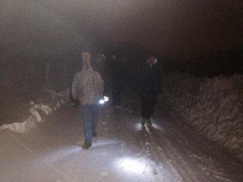 ...auch Flo (rechts im Bild: in Sneakers und nur einem T-Shirt unter der Frühlingsjacke) packte den Weg auf den Kambersberg...