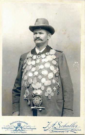 Gustav Kirchner (1855-1905) als Schützenkönig von Schweinfurt, 01.07.1902