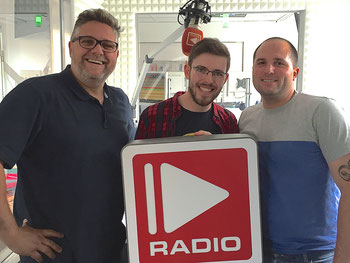 v. r. n. l. Laas Koehler (KM 9), Patrick Florenkowsky (CityRadio), Andreas Hamacher (Bildhauer)