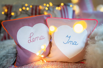 Wärmekissen mit von Hand besticktem Namen als personalisiertes Geschenk