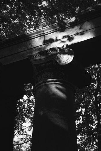 Sassnitz Dwasieden Säule Klassizismus Koloanden Pavillon Schwarzweiß Mecklenburg Vorpommern fotografie geschichte heimat rügen insel Kalter Krieg Weltkrieg