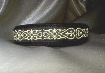 Klickverschluss, Halsband, 2,5cm, Gurtband schwarz, Borte Herzmuster