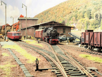 Güterschuppen und Ladestraße