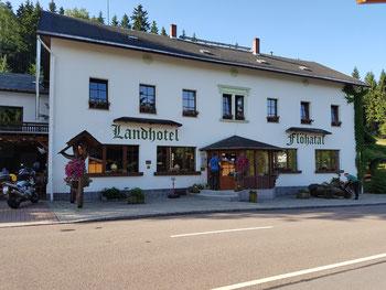 Landhotel Flöhatal im Erzgebirge Start war am 24.06.2017. Hier haben Jürgen und ich uns getroffen da ich schon ein Paar Tage früher auf der Sommerausfahrt von den MZ Freunden Mandeln gewesen bin.