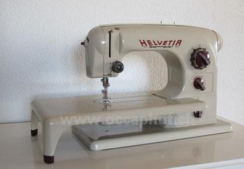 Helvetia Dominator, Freiarm-Haushaltsnähmaschine mit Einbaumotor, Hersteller: Schweizerische Nähmaschinenfabrik Helvetia, Luzern (Bilder: occaphot.ch)