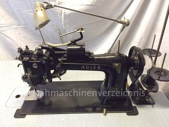 Adler 91-24, Schnellstick-Gewerbenähmaschine mit rotierendem Greifer und runder Spulenkapsel, Gewerbemotor, Hersteller: Kochs Adler Nähmaschinenwerke (Bilder: A. Schröder)