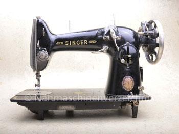 Singer Kl. 216 G (erste Bauform), Zickzack-Flachbett, Schrank-Nähmaschine, Fußantrieb, Motoranbau möglich, Hersteller: Singer Nähmaschinen Aktiengesellschaft, gebaut ab ca. 1954 in Karlsruhe (Bilder: Nähmaschinenverzeichnis)