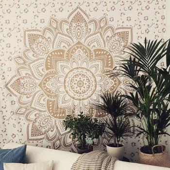 Mandala Wandtuch mit Lotus in goldener Farbe