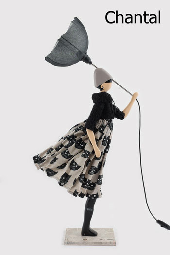 Skitso Design Figurlampe Puppen Leuchte Frau mit Schirm Lampe Händler in der Schweiz Puppenlampe Puppenleuchte Figurenleuchte mit Kleid und Lampenschirm