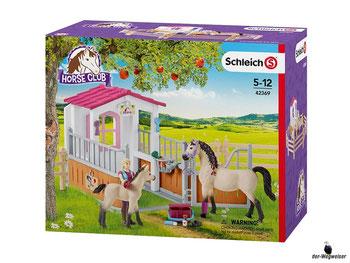 """Bei der Bestellung im Onlineshop der-Wegweiser erhalten Sie das Schleich Paket 42369 """"Pferdebox mit Arabern und Pferdepflegerin""""."""