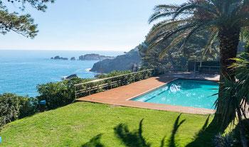 Villa avec fantastique vue mer et piscine privée en première ligne de mer à Begur.