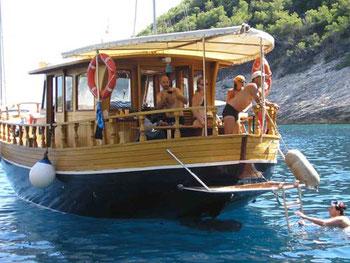 Motoryacht Holzyacht Luka Zadar,  Marina Tankerkomerc