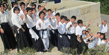 相伝家道場訪問の広島大学古武道部の面々。竹内流門人と竹内流体験者が混在!