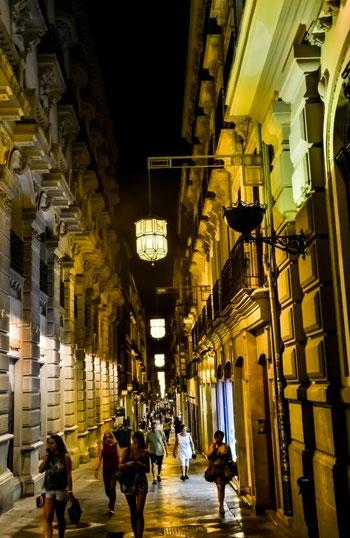 Abends in Granadas Fußgängerzone
