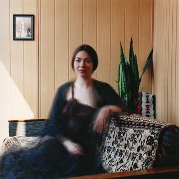 IRA VINOKUROVA Portrait im Intérieur