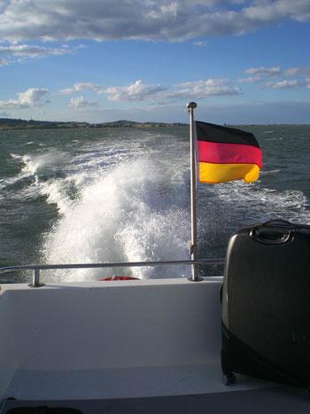 Wer Zeit sparen möchte oder es sehr eilig hat: das Wassertaxi benötigt für die Überfahrt von und zur Insel ca. 20 Minuten