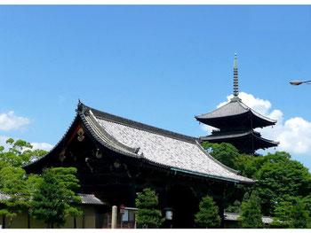 書き写した般若心経は、永代にわたり東寺五重塔に奉納いたします。