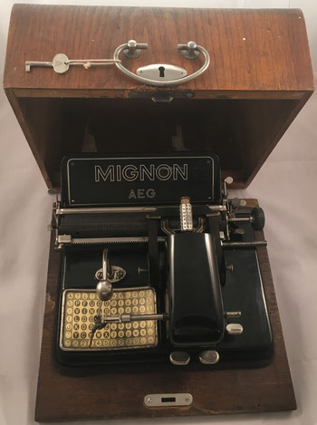 Máquina de escribir MIGNON modelo 4, fabricada por AEG en Berlin (Alemania), s/n 284312, año 1924