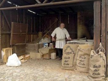 Salzsieden wie im Mittelalter