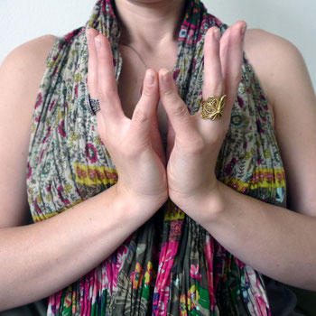 Embody Yoga: Mudras fürs Holz-Element. Hoffnung & Erneuerung. + Download