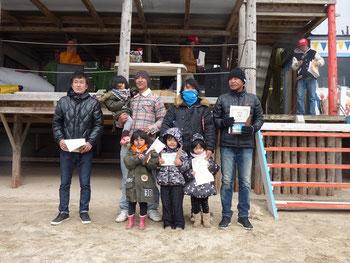 ロングボードメンクラス 2位 佐々木信一郎(写真右から2番目)・3位 堂園康弘(写真左から2番目)・4位 上村裕文(写真左)