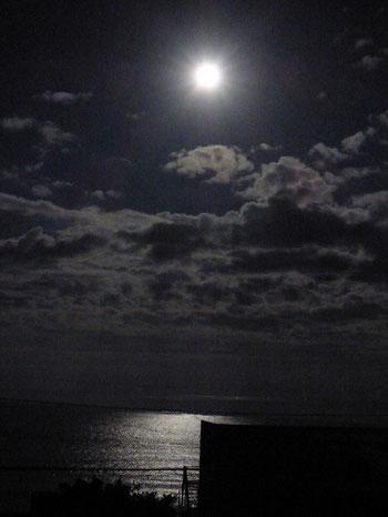 3:20頃 こんなに明るい月明かりだったらナイトサーフも???