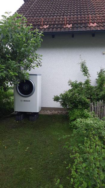 Außengerät einer Bosch Wärmepumpe © iKratos
