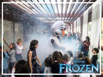 festa a tema Frozen Olaf
