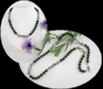 Un coloris vert qui se porte à merveille,  sautoir Cameron idéal sur tenue en  lin ou coton d'Egypte