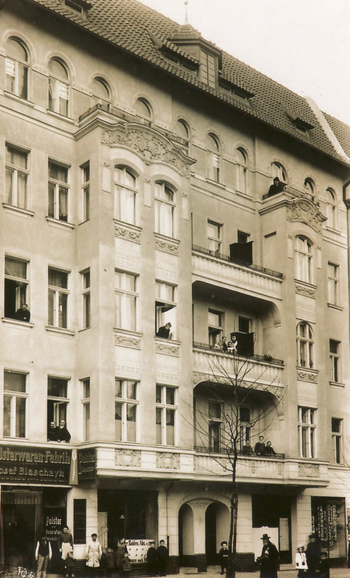 Historic photo from 1906: one of the houses that Erich Bowien, Erwin Bowien's father, built in Berlin (then Kirchplatz. 6, now Gierkeplatz in Berlin Charlottenburg)