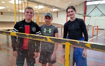 Max Schrank (v.l.n.r), Joel Koczlarek und Mx Fichter sind zukünftig für Hessen am Puck. Foto: Privat