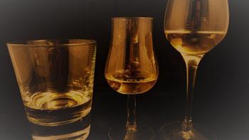 Whiskygläser. Tumbler und Nosingglas.