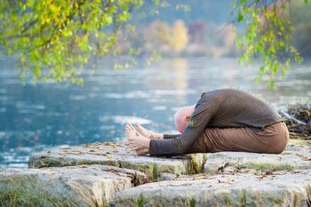 Rene Hug - 25 Stunden und 80 Stunden Yin Yoga Restorative Yoga Yogatherapie Ausbildung Deutschland Schweiz.