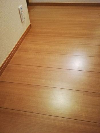 床・フローリングの参考画像(近年多いノーワックスのフローリング)