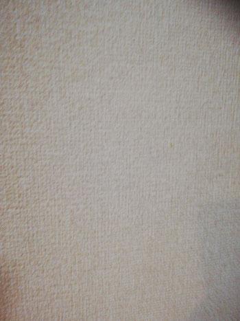 メラミンスポンジで壁紙の汚れを落とした後の写真。