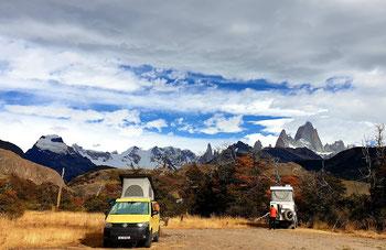 Stellplatz in  El Chaltén - neben uns 4x4-panda.at und im Hintergrund der Cerro Fitzroy und der Cerro Torre