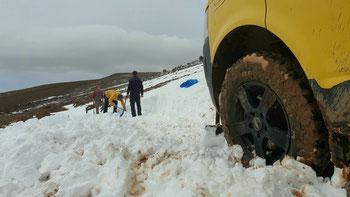 Schnee schaufeln auf der Ruta 41