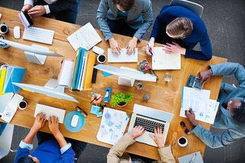 La revue de direction, dans un système ISO 9001,  a pour objectif de faire un point sur le fcontionnement de chaque processus. Elle se tient idéalement deux fois par an.