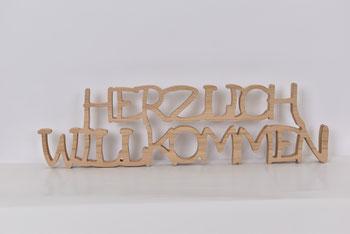 Charitymarket - Für schöne Zeiten #1, Produktionsschule Holz, Herzlich Willkommen Schriftzug