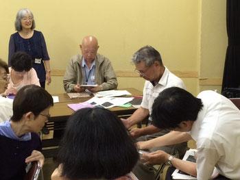 ☆写真は第1回目6月4日の光景。味の素のAji Pad(玉子焼き)に皆様とご一緒に興じる館長さん(手前右側)。