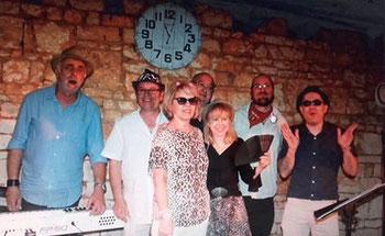 Les Zazous Pictaves, groupe de chanteurs et musiciens passionnés par la chanson française dans le département de La Vienne