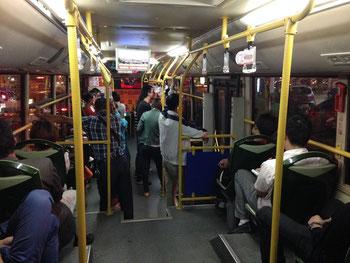 Einer der modernen Stadtbusse in Xiamen. Mit Hybrid-Antrieb übrigens. Erdgasgetrieben mit Batterie und Elektromotor für den langsamen Verkehr.