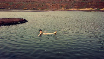 Mia enjoys a swim in the salina of Pedra de Lume