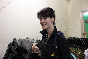 Mia testing Sodade wine