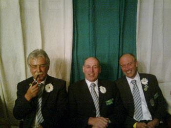 Die Mitglieder der Biervogelkompanie zum Schützenfest 2011 von links nach rechts Dr. Johannes Backherms, Bernd Kiekenbeck, Hermann Imping